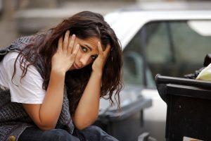 אישה צעירה לאחר תאונת דרכים